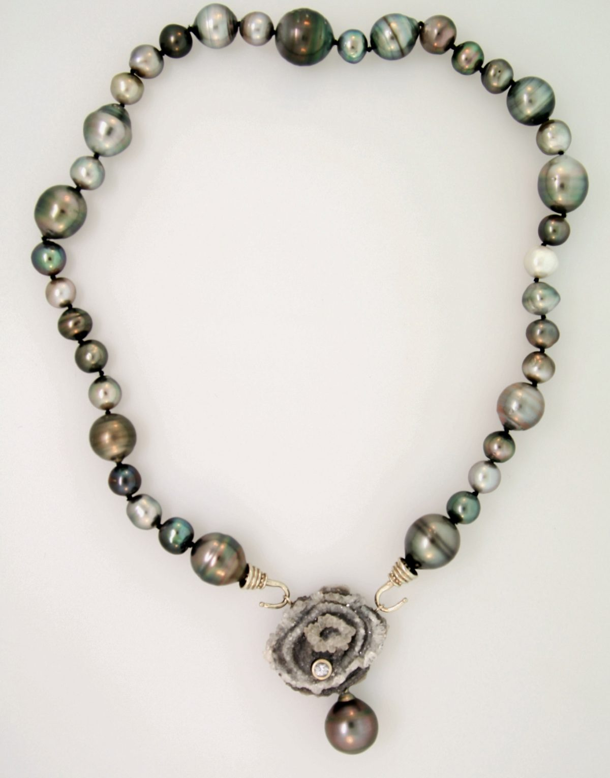 Pearl and Druzy Centerpiece with Pearl Strand